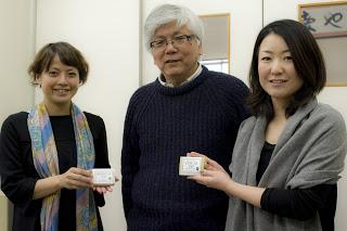 代表の松木さん(中央)とスタッフのみなさん。